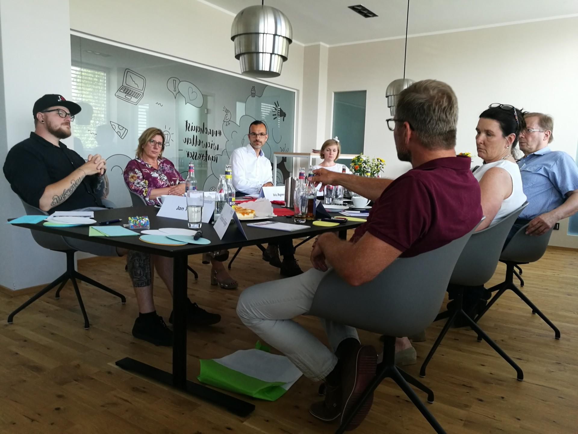 Engagierte diskutiert wurde beim 3. Austauschtreffen bei der Telroth GmbH am 26.6.19