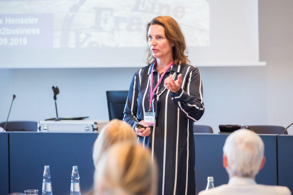 7. Frauen-Wirtschaftsforum, Beatrix Henseler beim Vortrag