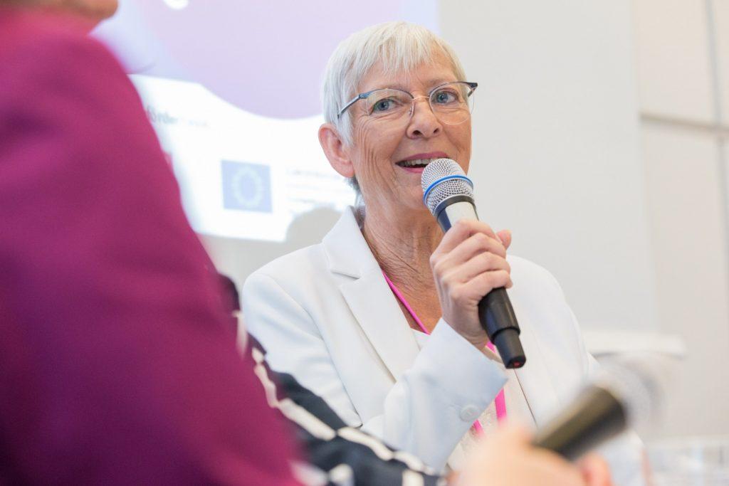 7. Frauen-Wirtschaftsforum, Gabriele Kracht am Mikro