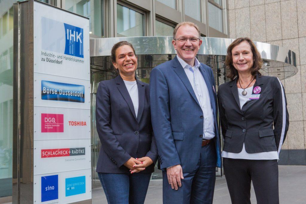 7. Frauen-Wirtschaftsforum, vor der IHK Düsseldorf: Dagmar Rosenfeld, Gregor Berghausen, Dorothea Körfers